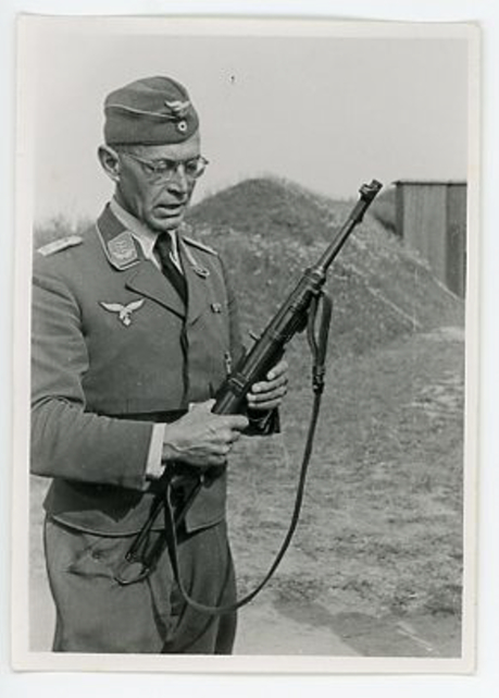 Original WWII German Photograph of LW Officer with MP38